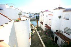 Lovely townhouse with 3 bedrooms, private mooring and roof terrace