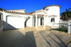 Lovely villa with 3 bedrooms, swimming pool