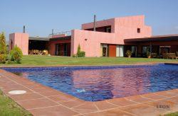 Beautiful modern villa on golf course, with 5 bedrooms, swimming pool and roof terrace