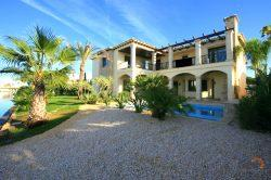 Lavish villa with 5 bedrooms, hamam, swimming pool and private mooring