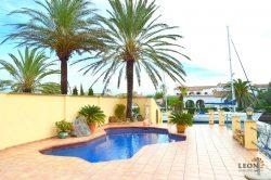 Beautiful villa, on canal in Empuriabrava, with 4 bedrooms, swimming pool and large mooring