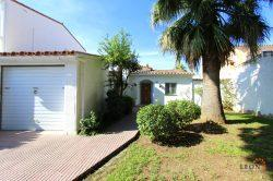 Super holiday villa with 3 bedrooms, conservatory, large terrace and private mooring