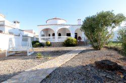 Bargain in Empuriabrava !!! Cozy villa on the canal with 12 m mooring