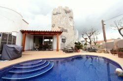 Renovated dream villa with 3 bedrooms, covered terrace, pool, parking and garage