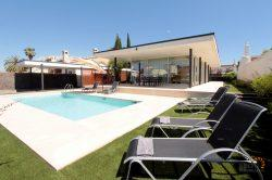 Modern loft villa for 6 persons, 3 bedrooms, large terrace with pool and mooring