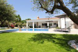 Beautiful luxury villa for 6 people, 3 bedrooms, large terrace, swimming pool and lovely garden