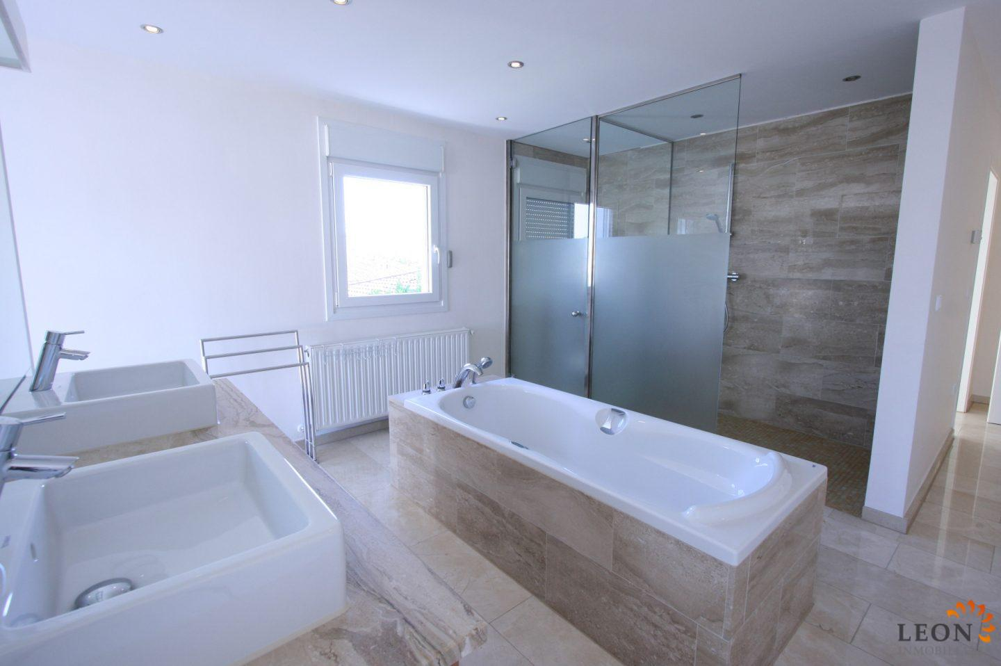 Modern villa in immaculate condition on canal in Empuriabrava with ...