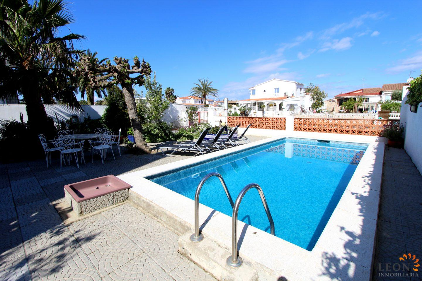 Lovely Holiday Villa For 6 People And Pets, With Swimming Pool And Private  Mooring,