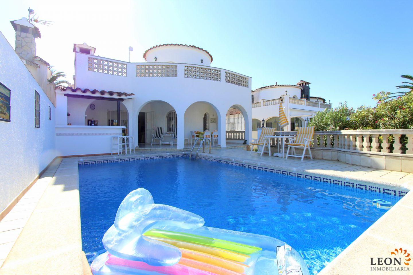 Delightful Perfect Holiday Villa For 6 People With Swimming Pool, Mooring On Canal And  Central Location