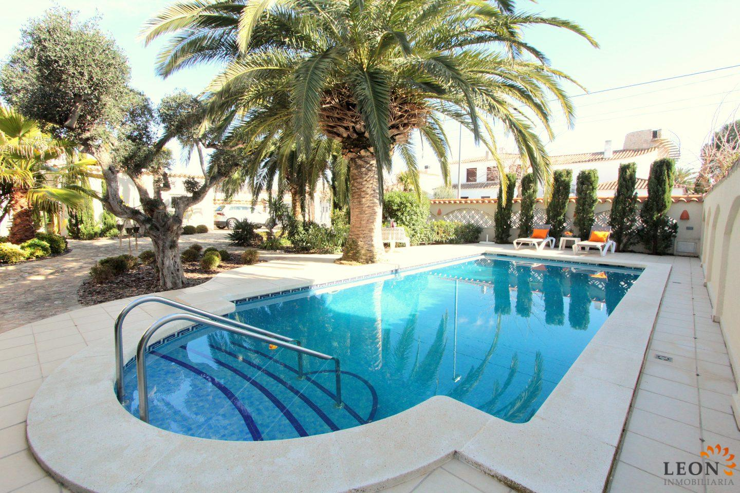 For Sale Or For Rent Luxury Villa With 4 Bedrooms In Empuriabrava And A  Wonderful Terrace